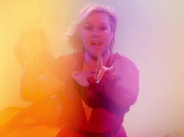 Kelly Clarkson Heartbeat Song Video