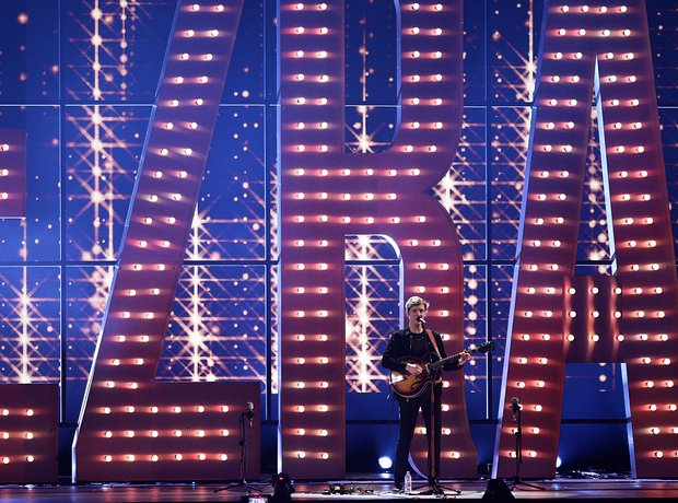 George Ezra BRIT Awards 2015 Performance