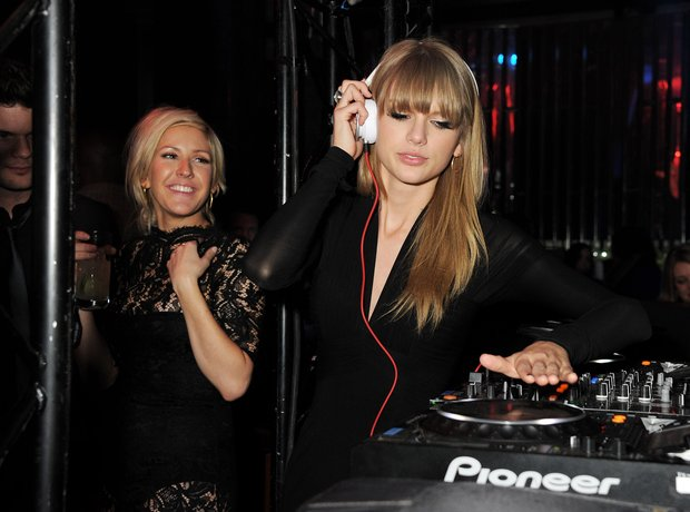 Taylor Swift DJing